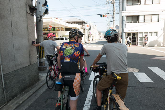 Starting Out Joshua · Kevin · David — as usual, making our way through some suburb to reach the mountains — -- (株)長栄今出川センター -- Kyoto, Japan -- Copyright 2017 Jeffrey Friedl, http://regex.info/blog/