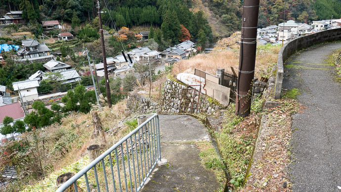 Steeper or Steepest? I took the path on the right -- Kyoto, Japan -- Copyright 2017 Jeffrey Friedl, http://regex.info/blog/ -- This photo is licensed to the public under the Creative Commons Attribution-NonCommercial 4.0 International License http://creativecommons.org/licenses/by-nc/4.0/ (non-commercial use is freely allowed if proper attribution is given, including a link back to this page on http://regex.info/ when used online)