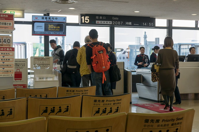 Finally Boarding -- Itami Airport (伊丹空港) -- Kyoto, Japan -- Copyright 2018 Jeffrey Friedl, http://regex.info/blog/