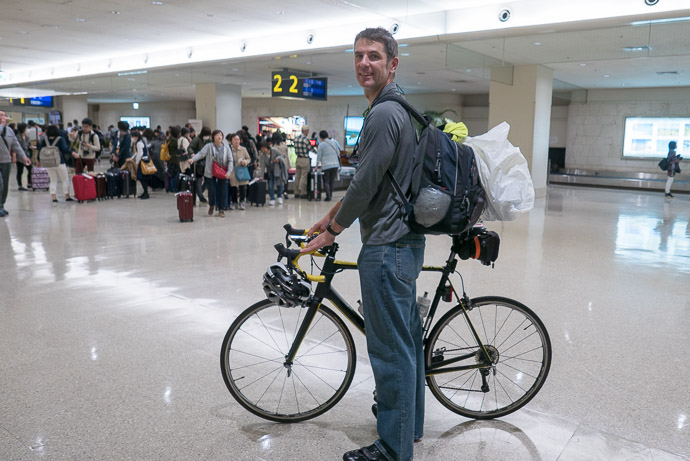 Ready for the Short Ride to Jason and Yasuko's house -- Naha Airport Domestic Passenger Terminal Building -- Kyoto, Japan -- Copyright 2018 Jeffrey Friedl, http://regex.info/blog/