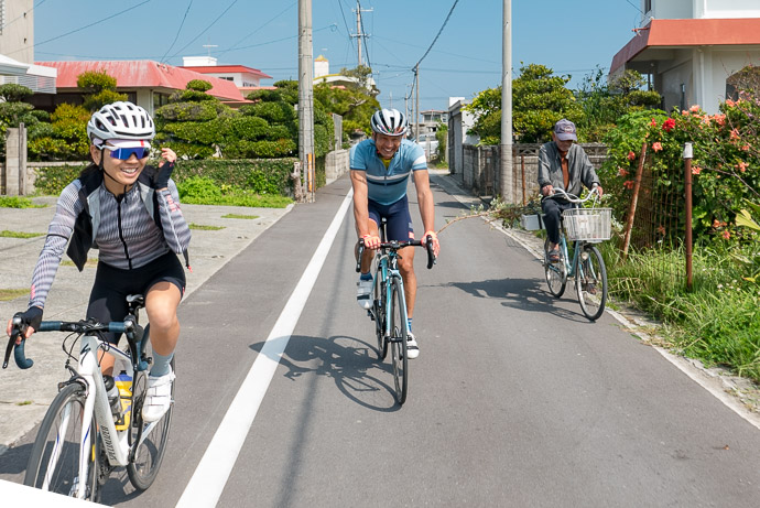 Racing the Townfolk (really just exchanging pleasant greetings) -- 181 -- Nanjo, Okinawa, Japan -- Copyright 2018 Jeffrey Friedl, http://regex.info/blog/