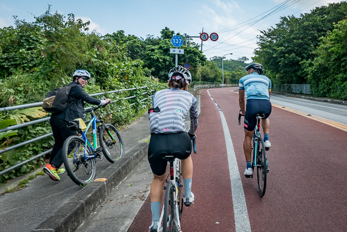 Shouting Encouragement -- Nanjo, Okinawa, Japan -- Copyright 2018 Jeffrey Friedl, http://regex.info/blog/