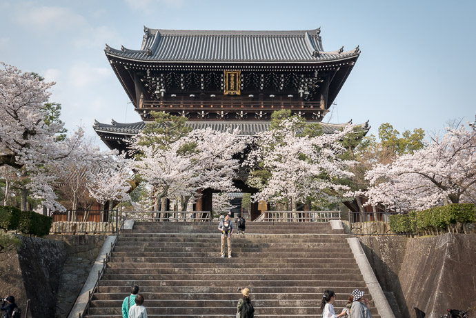 Konkaikomyou-ji Temple (金戒光明寺) -- Kyoto, Japan -- Copyright 2018 Jeffrey Friedl, http://regex.info/blog/ -- This photo is licensed to the public under the Creative Commons Attribution-NonCommercial 4.0 International License http://creativecommons.org/licenses/by-nc/4.0/ (non-commercial use is freely allowed if proper attribution is given, including a link back to this page on http://regex.info/ when used online)