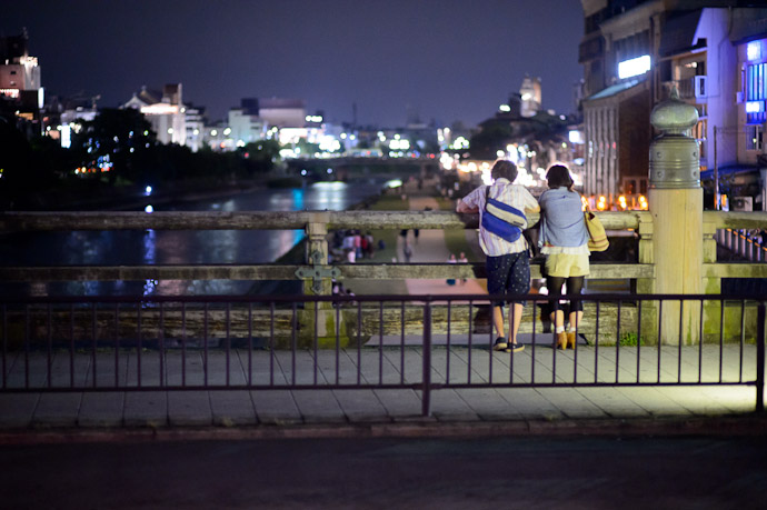 Watching The Evening Pass  --  Sanjo-Street Bridge over the Kamo River (三条大橋)  --  Kyoto, Japan  --  Copyright 2012 Jeffrey Friedl, http://regex.info/blog/