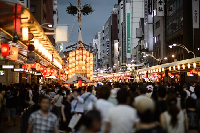 Shijo St.  --  Kyoto, Japan  --  Copyright 2012 Jeffrey Friedl, http://regex.info/blog/