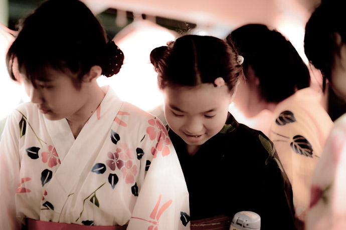 Tea Girls  --  Kyoto, Japan  --  Copyright 2012 Jeffrey Friedl, http://regex.info/blog/