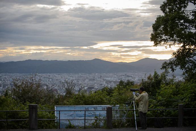 Looks Extremely Promising to the trained eye  --  Shogunzuka (将軍塚)  --  Kyoto, Japan  --  Copyright 2012 Jeffrey Friedl, http://regex.info/blog/