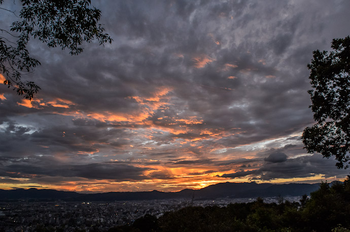 Starting To Get Good at nominal sunset  --  Shogunzuka (将軍塚)  --  Kyoto, Japan  --  Copyright 2012 Jeffrey Friedl, http://regex.info/blog/