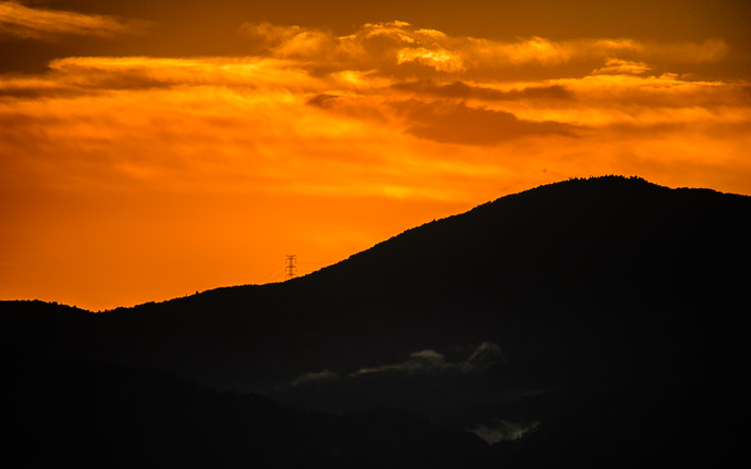 desktop background image of a colorful sunset over Kyoto  --  More Ridgeline Shots  --  Shogunzuka (将軍塚)  --  Kyoto, Japan  --  Copyright 2012 Jeffrey Friedl, http://regex.info/blog/