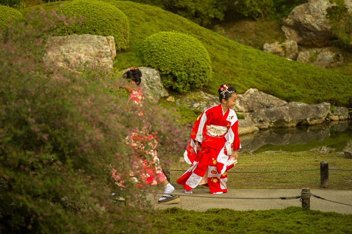 """Gotta' Go Back...""  --  Shoren'in Temple (青蓮院)  --  Kyoto, Japan  --  Copyright 2012 Jeffrey Friedl, http://regex.info/blog/"