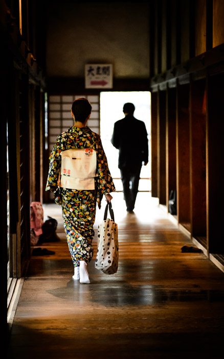 desktop background image of a lady in kimono walking down a hallway at the Shoren  --  Shoren'in Temple, Kyoto Japan 青蓮院、京都  --  Shoren'in Temple (青蓮院)  --  Copyright 2012 Jeffrey Friedl, http://regex.info/blog/  --  This photo is licensed to the public under the Creative Commons Attribution-NonCommercial 3.0 Unported License http://creativecommons.org/licenses/by-nc/3.0/ (non-commercial use is freely allowed if proper attribution is given, including a link back to this page on http://regex.info/ when used online)