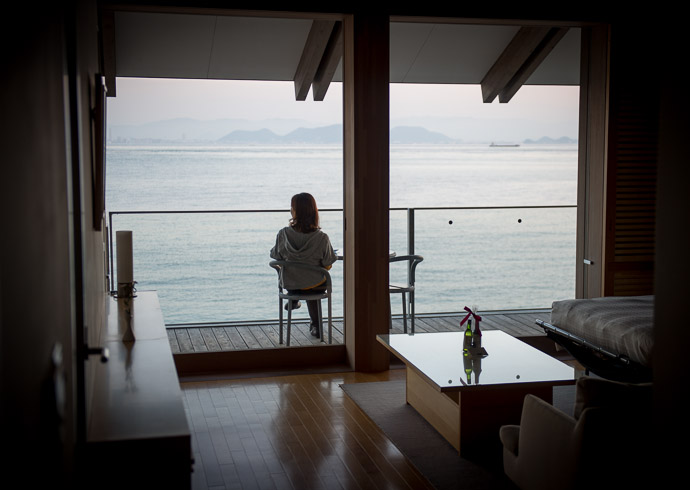Settling In at Benesse House  --  Naoshima, Kagawa, Japan  --  Copyright 2012 Jeffrey Friedl, http://regex.info/blog/