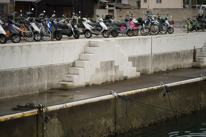 Geometric at Port Miraura (宮浦港)  --  Port Miraura (宮浦港)  --  Naoshima, Kagawa, Japan  --  Copyright 2012 Jeffrey Friedl, http://regex.info/blog/