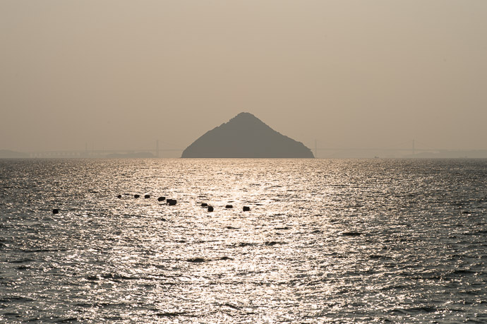 Hershey-Kiss Island 大槌島  --  Naoshima, Kyoto, Japan  --  Copyright 2012 Jeffrey Friedl, http://regex.info/blog/