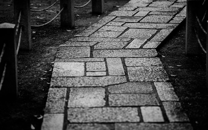 desktop background image of a path at the Myouhouin Temple (), Kyoto Japan  --  Bend  --  Myouhouin Temple ()  --  Copyright 2012 Jeffrey Friedl, http://regex.info/blog/  --  This photo is licensed to the public under the Creative Commons Attribution-NonCommercial 3.0 Unported License http://creativecommons.org/licenses/by-nc/3.0/ (non-commercial use is freely allowed if proper attribution is given, including a link back to this page on http://regex.info/ when used online)