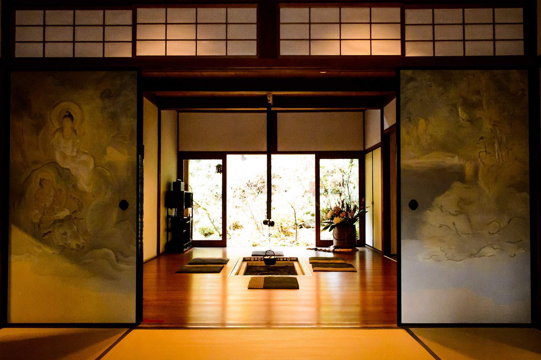 Japanese tea house interior - Tea Room With In Floor Hibachi Housen In Temple