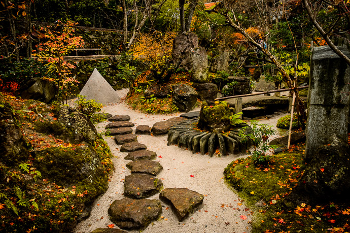 Sans Damien -- Housen-in Temple () -- Kyoto, Japan -- Copyright 2012 Jeffrey Friedl, http://regex.info/blog/ -- This photo is licensed to the public under the Creative Commons Attribution-NonCommercial 3.0 Unported License http://creativecommons.org/licenses/by-nc/3.0/ (non-commercial use is freely allowed if proper attribution is given, including a link back to this page on http://regex.info/ when used online)