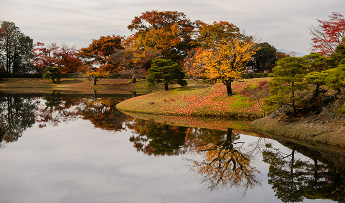 Nov 28 Private Lake Shugakuin Imperial Villa (修学院離宮), Kyoto Japan ( the Emperor is making a rare visit to Kyoto this week; he may well be sleeping at this villa tonight )  --  Shugakuin Imperial Villa (修学院離宮)  --  Copyright 2012 Jeffrey Friedl, http://regex.info/blog/  --  This photo is licensed to the public under the Creative Commons Attribution-NonCommercial 3.0 Unported License http://creativecommons.org/licenses/by-nc/3.0/ (non-commercial use is freely allowed if proper attribution is given, including a link back to this page on http://regex.info/ when used online)