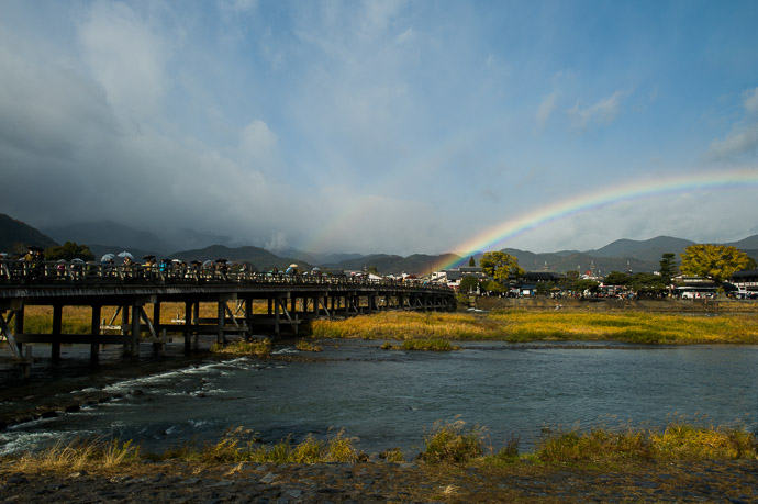 嵐山の渡月橋、去年の12月 -- Arashiyama (嵐山) -- Kyoto, Japan -- Copyright 2012 Jeffrey Friedl, http://regex.info/blog/ -- This photo is licensed to the public under the Creative Commons Attribution-NonCommercial 3.0 Unported License http://creativecommons.org/licenses/by-nc/3.0/ (non-commercial use is freely allowed if proper attribution is given, including a link back to this page on http://regex.info/ when used online)