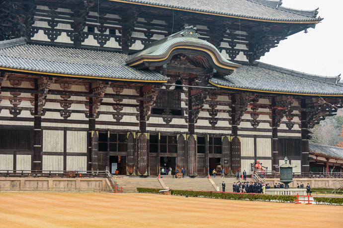 Lots of Tiny Doors that are actually each colossally large -- Todaiji (東大寺) -- Nara, Japan -- Copyright 2012 Jeffrey Friedl, http://regex.info/blog/