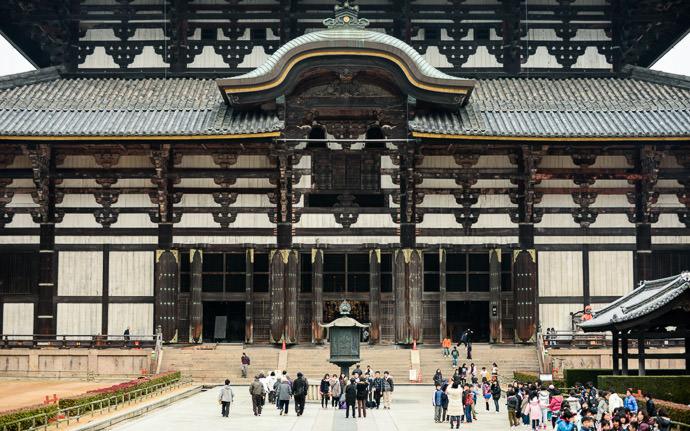 Not Too Crowded -- Todaiji (東大寺) -- Nara, Japan -- Copyright 2012 Jeffrey Friedl, http://regex.info/blog/