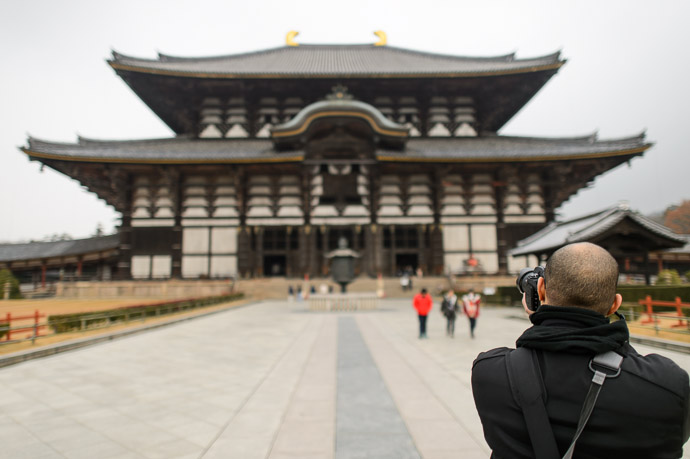 Todaiji's Great Hall 東大寺の大仏殿、奈良  --  Todaiji (東大寺)  --  Nara, Japan  --  Copyright 2012 Jeffrey Friedl, http://regex.info/blog/
