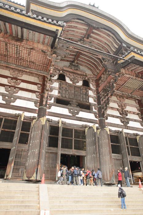 Lots of Detail way up there -- Todaiji (東大寺) -- Nara, Japan -- Copyright 2012 Jeffrey Friedl, http://regex.info/blog/