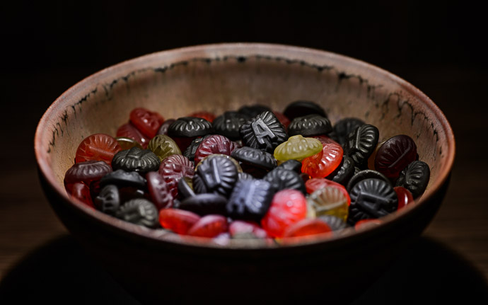 desktop background image of Läkerol candies in a tenmoku pottery bowl by Koji Kamada (鎌田幸二の天目と飴) -- Priceless just look at all that candy -- Kyoto, Japan -- Copyright 2013 Jeffrey Friedl, http://regex.info/blog/ -- This photo is licensed to the public under the Creative Commons Attribution-NonCommercial 3.0 Unported License http://creativecommons.org/licenses/by-nc/3.0/ (non-commercial use is freely allowed if proper attribution is given, including a link back to this page on http://regex.info/ when used online)