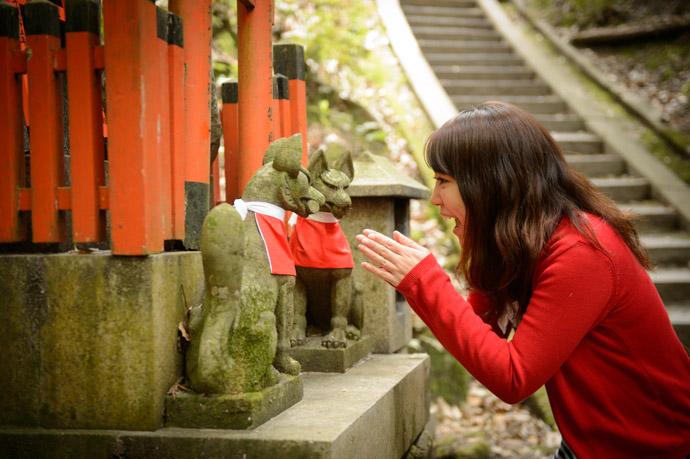 Three Foxes fox statues are plentiful at Inari shrines -- Kyoto, Japan -- Copyright 2013 Jeffrey Friedl, http://regex.info/blog/
