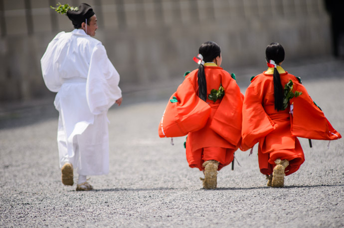 Little Princesses at Play Aoi Matsuri, at the Kyoto Imperial Palace Park  -- Aoi Matsuri, at the Kyoto Imperial Palace Park ( Kyoto Gosho )  -- Kyoto, Japan -- Copyright 2013 Jeffrey Friedl, http://regex.info/blog/ -- This photo is licensed to the public under the Creative Commons Attribution-NonCommercial 3.0 Unported License http://creativecommons.org/licenses/by-nc/3.0/ (non-commercial use is freely allowed if proper attribution is given, including a link back to this page on http://regex.info/ when used online)
