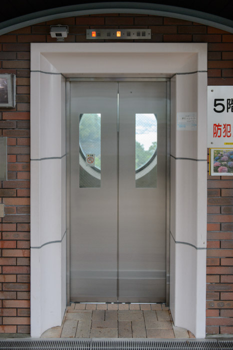 Elevator Door -- Nagasaki, Japan -- Copyright 2013 Jeffrey Friedl, http://regex.info/blog/
