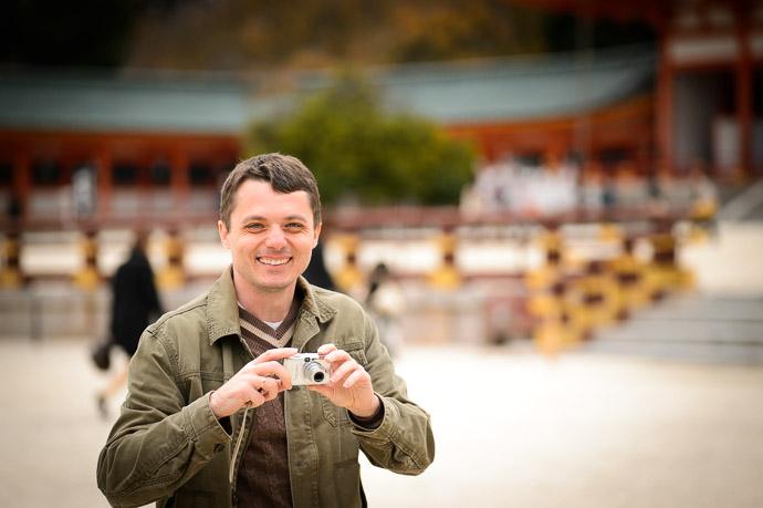 Sergey Kolychev at the Heian Shrine (平安神宮) Kyoto Japan, Nov 2013 -- Heian Shrine (平安神宮) -- Copyright 2013 Jeffrey Friedl, http://regex.info/blog/