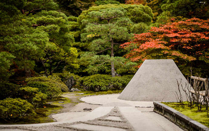 desktop background image of the sculpted sand in the garden at the Silver Pavilion, Kyoto Japan (銀閣寺) -- Ginkakuji Temple (銀閣寺) -- Copyright 2013 Jeffrey Friedl, http://regex.info/blog/