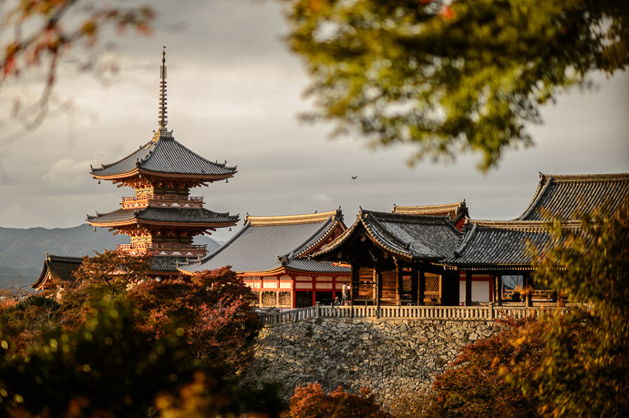 Late-Afternoon Light at the Kiyomizu Temple -- Kiyomizu Temple (清水寺) -- Kyoto, Japan -- Copyright 2013 Jeffrey Friedl, http://regex.info/blog/