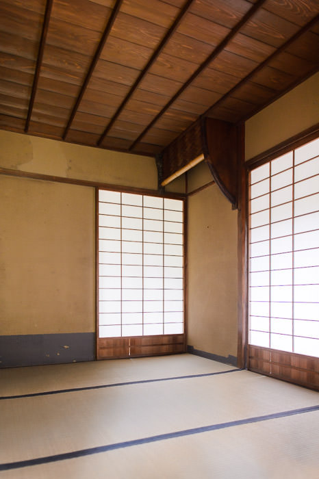 Simplicity Incarnate the waiting room -- Seifuso Villa (清風荘) -- Kyoto, Japan -- Copyright 2013 Jeffrey Friedl, http://regex.info/blog/ -- This photo is licensed to the public under the Creative Commons Attribution-NonCommercial 4.0 International License http://creativecommons.org/licenses/by-nc/4.0/ (non-commercial use is freely allowed if proper attribution is given, including a link back to this page on http://regex.info/ when used online)