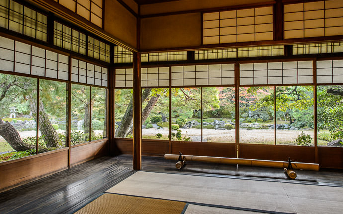 desktop background image of a view of the garden from the main residence at the Seifuso Villa (清風荘), Kyoto Japan -- The Living Room and its not-half-bad view -- Seifuso Villa (清風荘) -- Copyright 2013 Jeffrey Friedl, http://regex.info/blog/ -- This photo is licensed to the public under the Creative Commons Attribution-NonCommercial 4.0 International License http://creativecommons.org/licenses/by-nc/4.0/ (non-commercial use is freely allowed if proper attribution is given, including a link back to this page on http://regex.info/ when used online)
