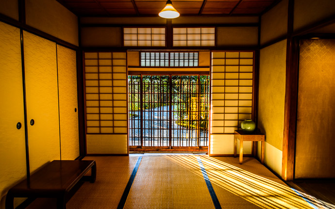 desktop background image of entrance foyer of the Seifuso Villa (清風荘) in Kyoto Japan -- Entrance Foyer bathed in late-afternoon sun at the Seifuso Villa, Kyoto Japan 清風荘(京都市)の玄関 -- Seifuso (清風荘) -- Copyright 2013 Jeffrey Friedl, http://regex.info/blog/ -- This photo is licensed to the public under the Creative Commons Attribution-NonCommercial 3.0 Unported License http://creativecommons.org/licenses/by-nc/3.0/ (non-commercial use is freely allowed if proper attribution is given, including a link back to this page on http://regex.info/ when used online)