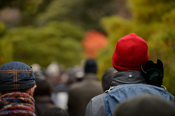Heading Back the red hat is unmistakable -- Shugakuin Imperial Villa (修学院離宮) -- Kyoto, Japan -- Copyright 2013 Jeffrey Friedl, http://regex.info/blog/