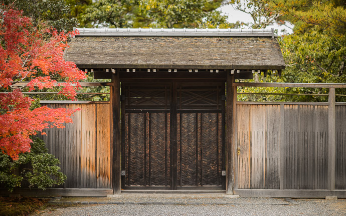 desktop background image of an autumn scene at the Shugakuin Imperial Villa (修学院離宮) in Kyoto Japan -- Exit -- Shugakuin Imperial Villa (修学院離宮) -- Copyright 2013 Jeffrey Friedl, http://regex.info/blog/ -- This photo is licensed to the public under the Creative Commons Attribution-NonCommercial 4.0 International License http://creativecommons.org/licenses/by-nc/4.0/ (non-commercial use is freely allowed if proper attribution is given, including a link back to this page on http://regex.info/ when used online)