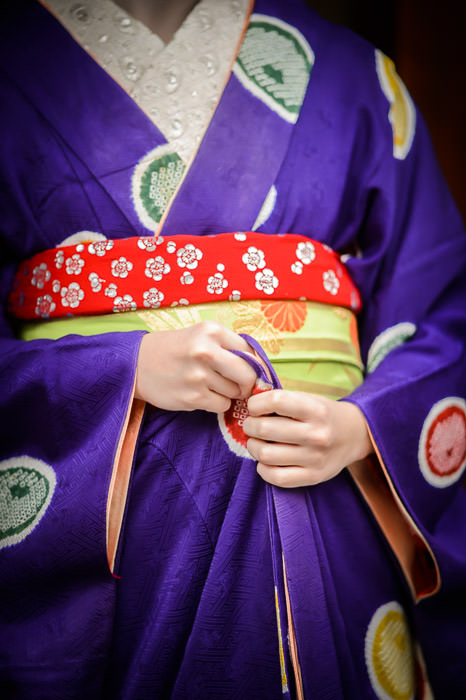 Wardrobe Adjustment Gion area of Kyoto, Japan -- Copyright 2014 Jeffrey Friedl, http://regex.info/blog/