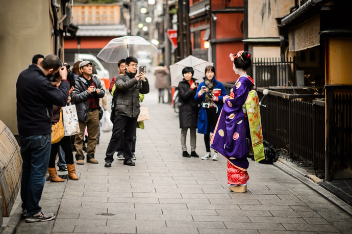 Drawing a Crowd Wherever She Goes in this case it was a walk through the Gion entertainment district of Kyoto -- Kyoto, Japan -- Copyright 2014 Jeffrey Friedl, http://regex.info/blog/