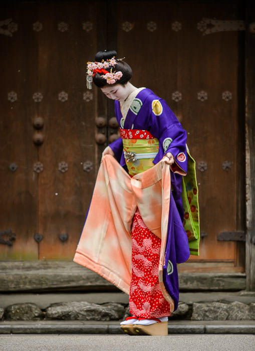 Like Culture, Like Kimono layers deep -- Gion -- Kyoto, Japan -- Copyright 2014 Jeffrey Friedl, http://regex.info/blog/