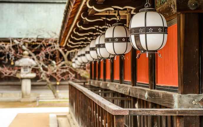 desktop background image of a row of lanterns adorning a wall at the Kitano Tenmangu Shrine (北野天満宮), Kyoto Japan -- Kitano Tenman-gu Shrine (北野天満宮) -- Copyright 2014 Jeffrey Friedl, http://regex.info/blog/ -- This photo is licensed to the public under the Creative Commons Attribution-NonCommercial 4.0 International License http://creativecommons.org/licenses/by-nc/4.0/ (non-commercial use is freely allowed if proper attribution is given, including a link back to this page on http://regex.info/ when used online)