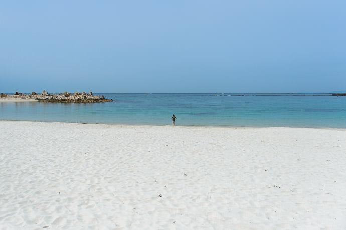 A White Beach Shirarahama Beach (白良浜) Shirahama, Japan 白浜のベーチは白いですね -- Shirarahama Beach (白良浜) -- Shirahama, Wakayama, Japan -- Copyright 2014 Jeffrey Friedl, http://regex.info/blog/