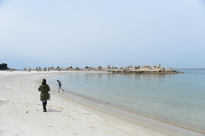 Shirarahama Beach (白良浜) -- Shirahama, Wakayama, Japan -- Copyright 2014 Jeffrey Friedl, http://regex.info/blog/