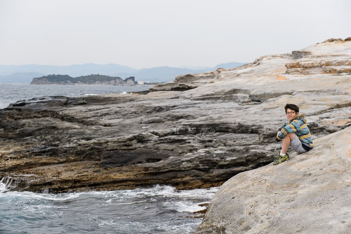 Kickin' Back at Senjojiki, Shirahama Japan (白浜 の 千畳敷) -- Senjojiki (千畳敷) -- Shirahama, Wakayama, Japan -- Copyright 2014 Jeffrey Friedl, http://regex.info/blog/