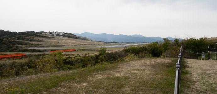 Mountain Airport Nanki-Shirahama Airport · 南紀白浜空港 -- Shirahama, Wakayama, Japan -- Copyright 2014 Jeffrey Friedl, http://regex.info/blog/
