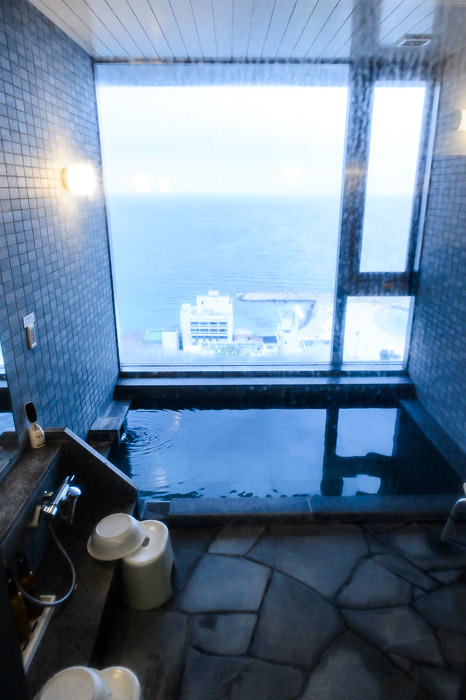 Private Bath 家族のお風呂。50分は2千円位。よかった。 -- Hotel Laforet -- Shirahama, Wakayama, Japan -- Copyright 2014 Jeffrey Friedl, http://regex.info/blog/