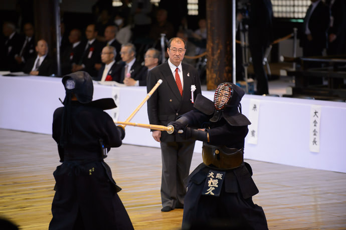 Attack -- Kyubutokuden (旧武徳殿) -- Kyoto, Japan -- Copyright 2014 Jeffrey Friedl, http://regex.info/blog/ -- This photo is licensed to the public under the Creative Commons Attribution-NonCommercial 4.0 International License http://creativecommons.org/licenses/by-nc/4.0/ (non-commercial use is freely allowed if proper attribution is given, including a link back to this page on http://regex.info/ when used online)