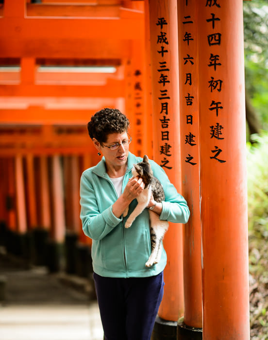 Interviewing the Locals -- Fushimi-Inari Taisha Shrine (伏見稲荷大社) -- Kyoto, Japan -- Copyright 2014 Jeffrey Friedl, http://regex.info/blog/